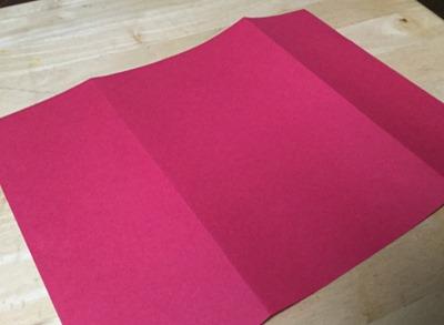 赤画用紙を三つ折りにして飴袋の土台を作る