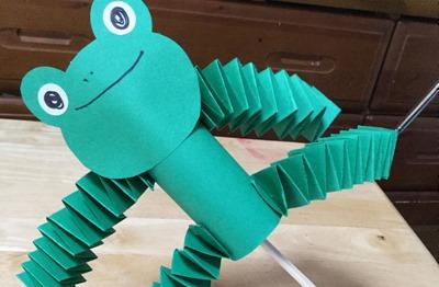 手足がビヨーンと伸びる!かえるのおもちゃ製作アイデア